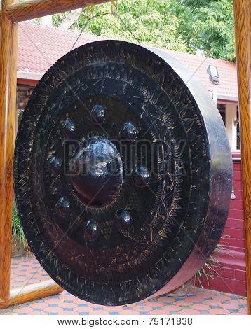 Gong.