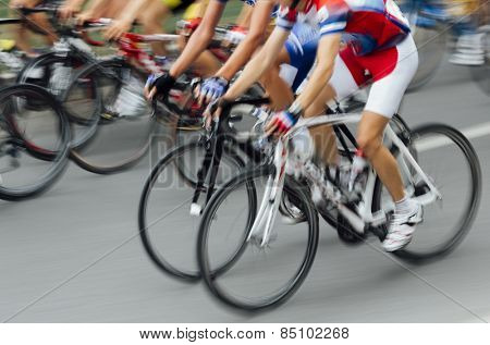 Bicycle Race, lens motion
