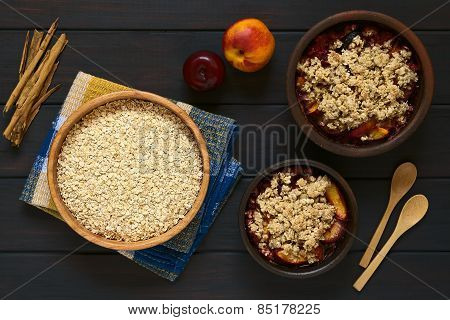 Raw Rolled Oats with Fruit Crumbles