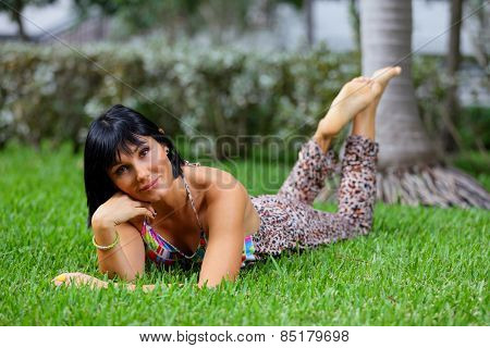Stock image young woman laying on grass