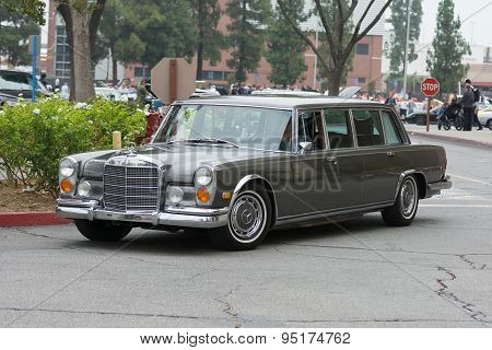 Mercedes-benz 600 Swb Limousine Car On Display