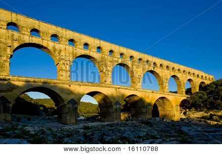 Roman aqueduct, Pont du Gard, Languedoc-Roussillon, France