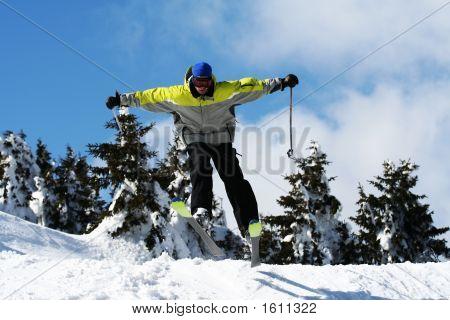 Salto de esquí de hombre