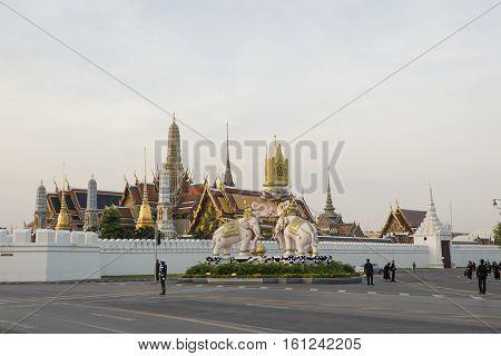 BANGKOK THAILAND - NOV 22 : morning scene of mourners on Ratchadamnoen Nai road near wat phra kaew while the funeral of king Bhumibol Adulyadej in Grand Palace on november 22 2016