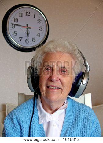 Mulher de música sénior
