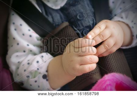 the hands of the child seated in the child seat