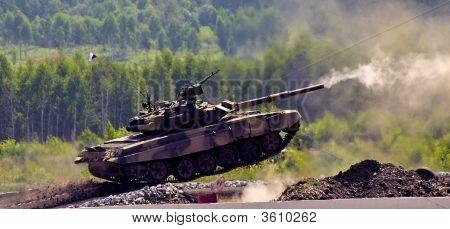 Shooting Tank T-90