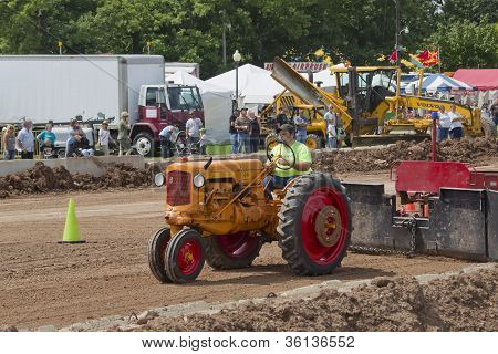 Minneapolis Orange & Red Tractor Pulling