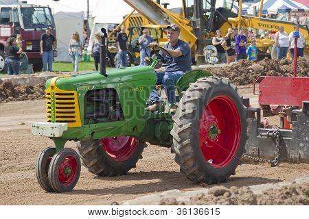 Oliver Super 77 Green & Red Tractor Pulling