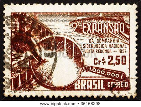 Estampilla Brasil 1957 simbólica de producción de acero