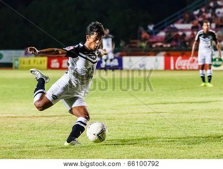 Sisaket Thailand-may 28: Nurul Sriyankem Of Chonburi Fc. In Action During Thai Premier League Betwee