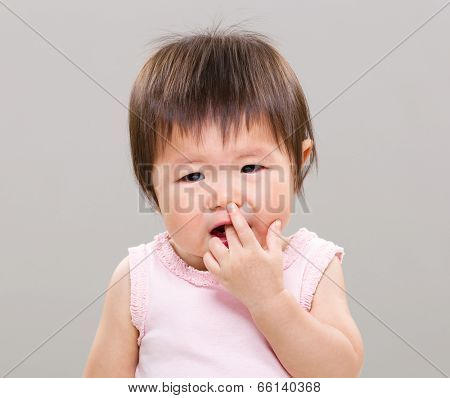Little girl suck finger