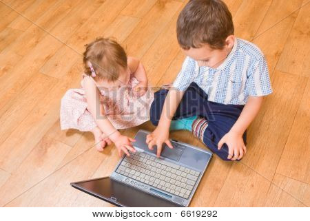 Children with the laptop