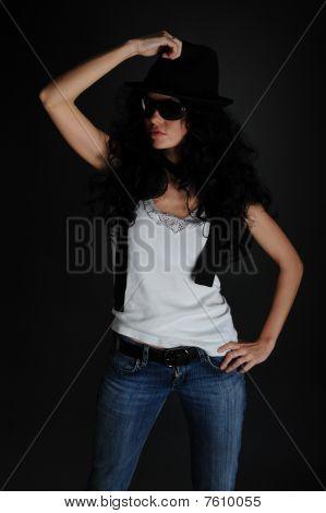Mädchenbildnis in einem weißen t-shirt und Hut