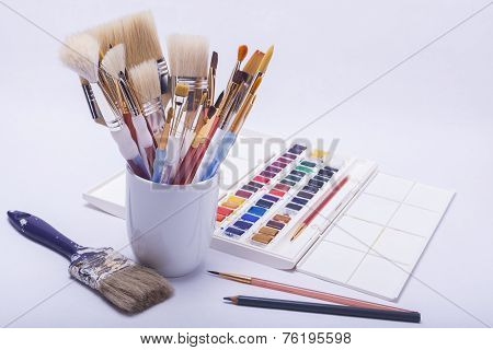 Artists Painting And Drawing Materials