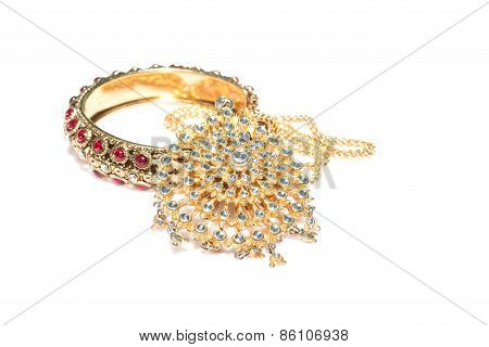 Wedding gold jewelry for Indian bride