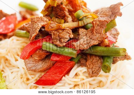 Noodles with Fried Beef and Vegetables