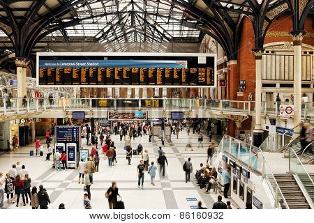 London Liverpool Street Station during rush hour