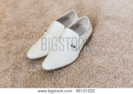 Men's white shoes