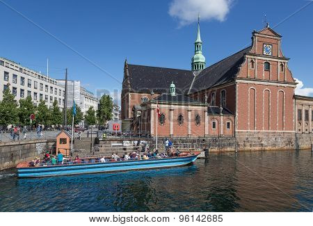 Holmen Kirke And Tourist Boat