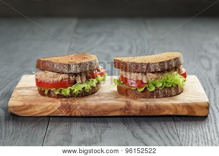 sandwich with tuna and vegetables on rye bread