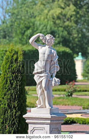 Oranienbaum (Lomonosov). Saint-Petersburg. The Autumn Statue