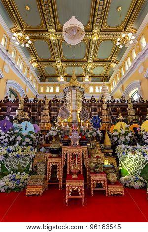 Wat Bovorn (Bowon) Nivet Viharn in Bangkok Thailand