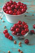 ������, ������: Cherry Bowl On Rustic Table