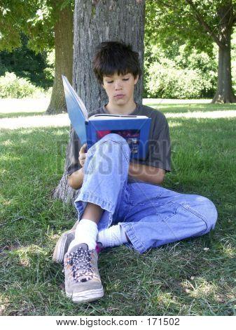 Boy lesen