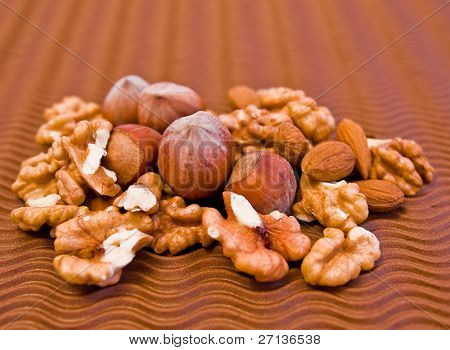 composition of various kinds of nuts