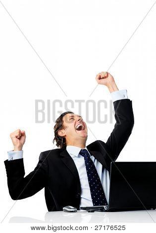 Trabalhador de escritório triunfante, conseguido obter um bom negócio on-line