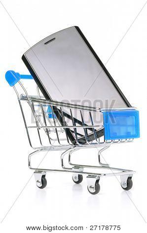 pantalla táctil del teléfono en la cesta de compras