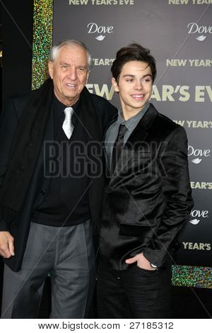 LOS ANGELES - DEC 5:  Garry Marshall, Jake T. Austin arrives at the