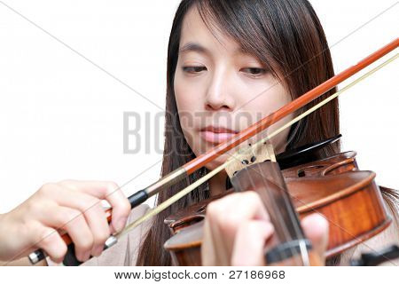 woman play violin
