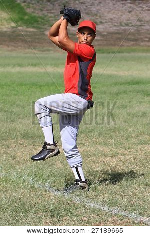 Jogador de beisebol pronto para lançar