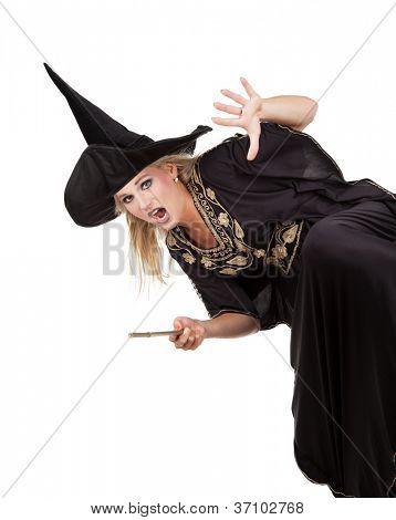 Feiticeira assustador, lançando um feitiço. isolado no fundo branco