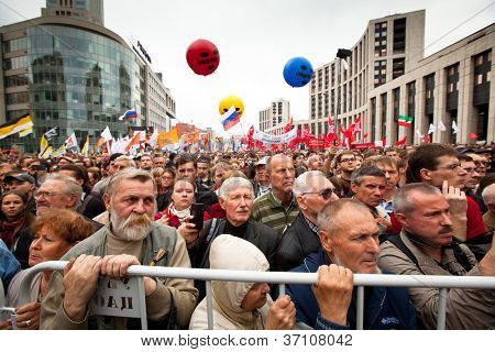 MOSCOW - 15 SEPTEMBER: Opposition activists and supporters take part in an anti-Putin protest on September 15, 2012 in Moscow. In the background: color balloons with the words Freedom to Pussy Riot.