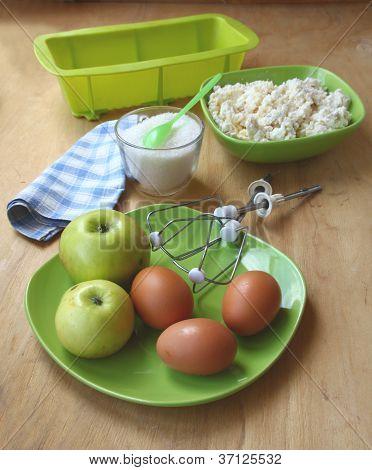 Zutaten für das Backen von Quark gebacken-pudding