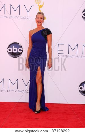LOS ANGELES - SEP 23:  Lara Spencer arrives at the 2012 Emmy Awards at Nokia Theater on September 23, 2012 in Los Angeles, CA