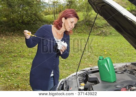 Checking oil  level in the vehicle