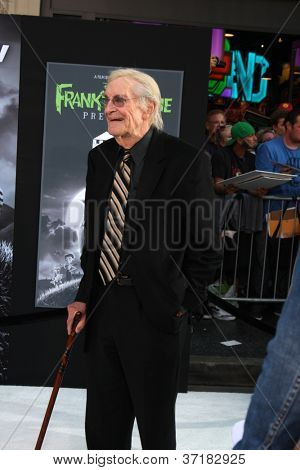 LOS ANGELES - SEP 24:  Martin Landau arrives at the