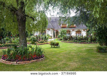 Evron - House And Garden