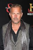 LOS ANGELES - SEP 22:  Kevin Costner arrives at the