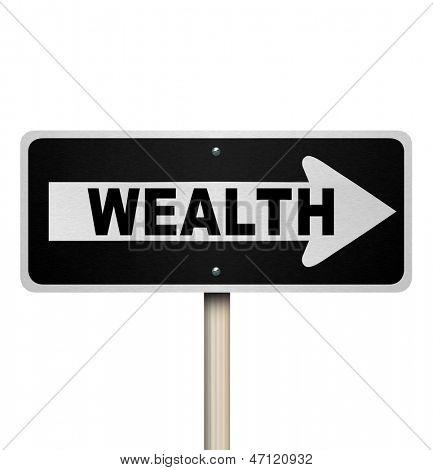 Um sinal de estrada com a palavra riqueza e seta apontando para direita, simbolizando o aconselhamento financeiro gostaria de re