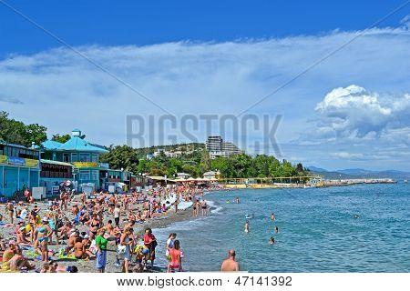 Alushta, Ukraine - Jun 01: People On The Public Pebble Beach Near Black Sea In Alushta, Ukraine On J