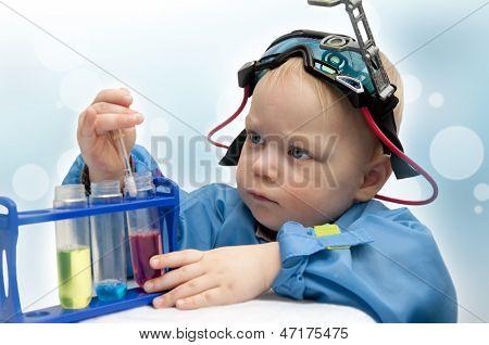Kleines Kind - der Chemiker