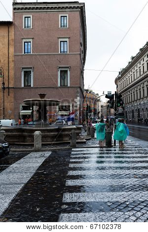Tourists Under The Rain In Rome