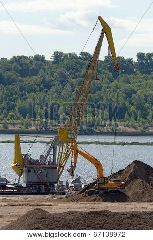 NIZHNY NOVGOROD, RUSSIA, JUNE 2014. Rubble loading in river port.
