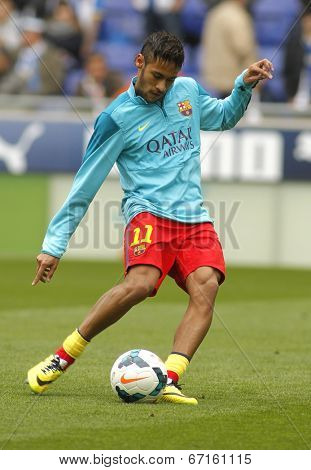 BARCELONA - MARCH, 29: Neymar da Silva of FC Barcelona warm up before a Spanish League match against RCD Espanyol at the Estadi Cornella on March 29, 2014 in Barcelona, Spain