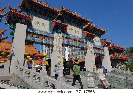 Hong Kong People Visit The Wong Tai Sin Buddhist Temple